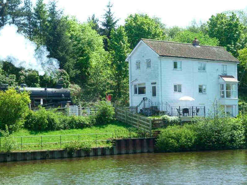 A unique self catering holiday cottage in Whitby; Chain Bridge Riverside Cottage in Ruswarp