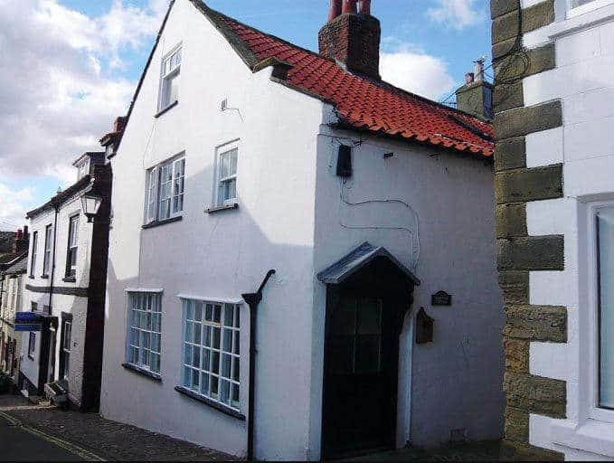 Pet friendly self catering holiday cottage in Whitby, Sherwood Cottage in Robin Hoods Bay