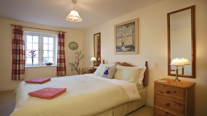 Seal Cottage is a dog friendly apartment on the River Esk
