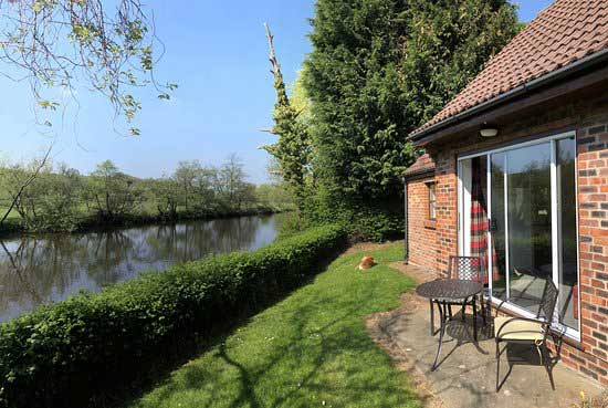 Chainbridge Riverside Retreats offer cottages with parking close to Whitby