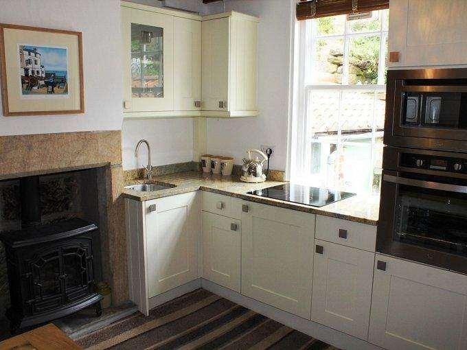 2 warley cottages robin hoods bay