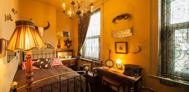 La Rosa Saloon; Whitby Bed and Breakfast with Sea View