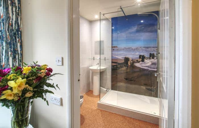 Sea Breeze 10; 15 Self Catering Mini Suites With Sauna in Whitby