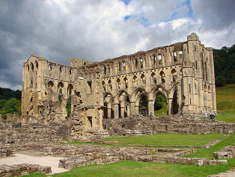 Helmsley and Rievaulx Abbey; 5 Unique Winter Walks In The North York Moors