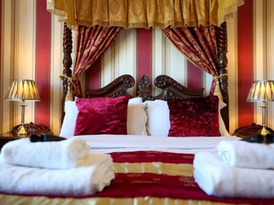 Four Poster King; 7 Must Visit Airbnb's in Whitby