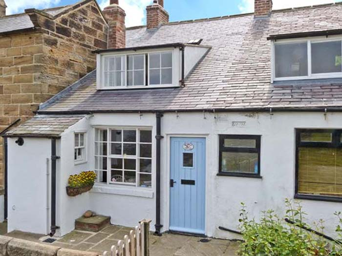 Bramble Cottage with sea views in Robin Hood's Bay