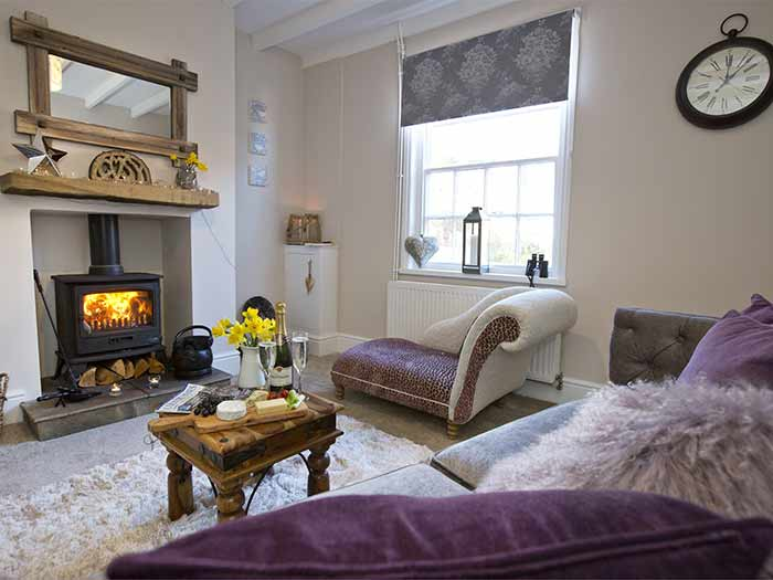 Little Pearl holiday cottage with sea views in Robin Hood's Bay
