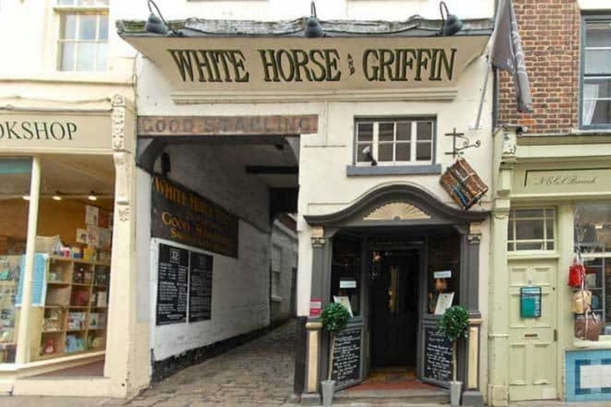 Whitby White Horse and Griffin Ghost Story