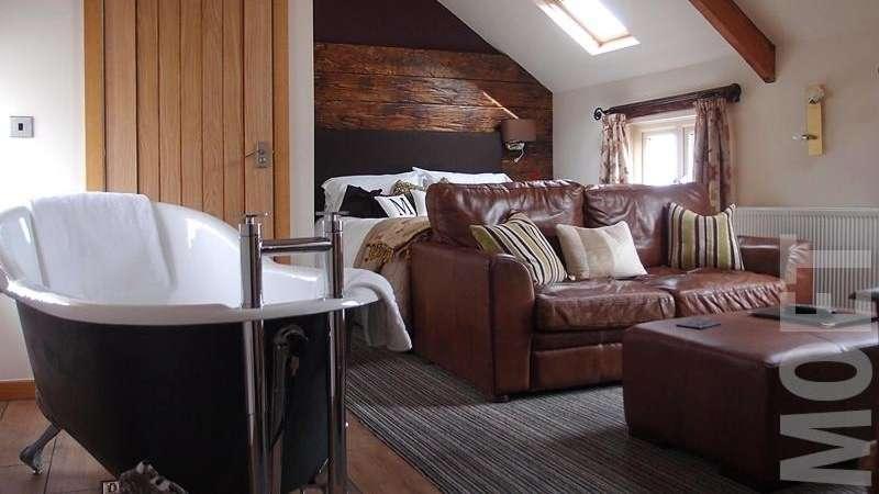 Harrys Lounge & luxury Whitby accommodation